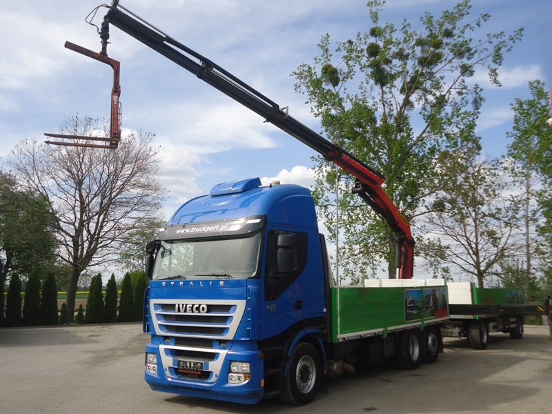 IVECO TRAKKER 420 6x2 EURO5 OPEN BOX WITH CRANE PALFINGER